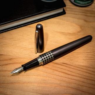 Pilot Metropolitan Fountain Pen – Grey Houndstooth